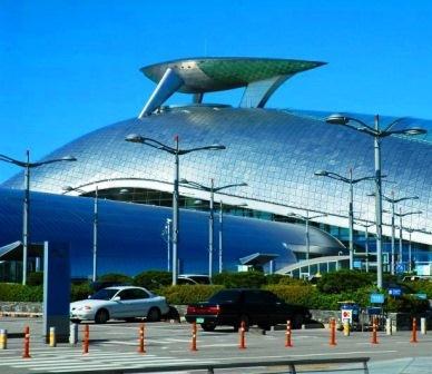 В каких аэропортах туристам не приходится скучать